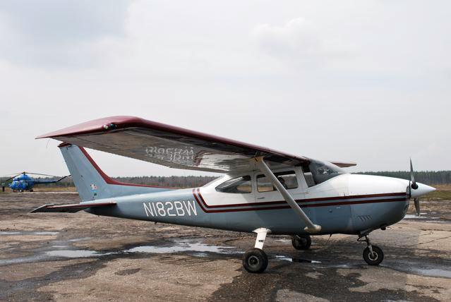 Что представляет собой самолет cessna 182
