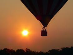 Полет воздушного шара в вечернее время