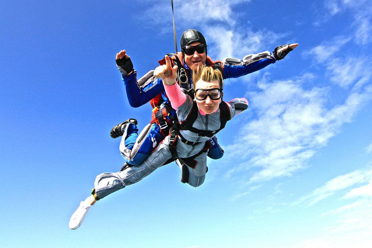 Картинка прыжок с парашютом